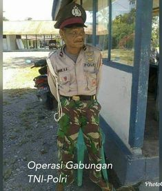 Operasi gabungan Cartoon Jokes, Funny Jokes, British Army Humour, Foto Meme, Jokes Quotes, Memes, Very Funny Gif, Army Humor, Jokes And Riddles