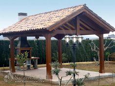 Cenador a 2 aguas, construido en vigas de madera laminada tratada para exteriores. by NavarrOlivier.com  #pergola #cenador #jardin #teja #bbq #madera #cercha #2aguas #chimenea #navarrolivier #paisajismo #garden