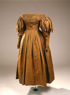 Brown silk day dress, 1830s.
