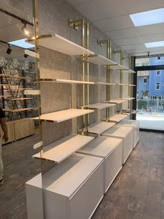 Boutique Interior, Clothing Store Interior, Clothing Store Design, Showroom Interior Design, Boutique Decor, Shoe Store Design, Jewellery Shop Design, Retail Store Design, Store Interiors