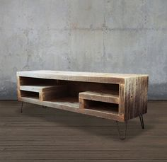 Reclaimed Wood Media Console Television Stand von AtlasWoodCo