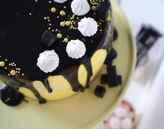 Cake with pineapple and licorice.