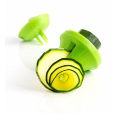 Mastrad Veggie Deco Slicer at the best price! Buy in our online shop and enjoy the promotions. The fun an easy way to enjoy vegetables. Replace regular pasta with carrot spaghetti or zucchini tagliatelle! 3 blades for 3 different cuts: ribbons i Kitchen Items, Kitchen Gadgets, Kitchen Dining, Kitchen Tools, Kitchen Stuff, Kitchen Products, Kitchen Things, Kitchen Decor, Dining Room