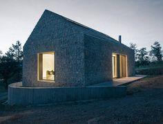 Kompaktes Karst Haus, Vrhovlje, Slowenien, dekleva gregoric arhitekti, 2014, Janez Marolt, Foto Außenraum, Gesamtansicht