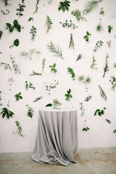Industrial Modern Wedding with a Greenery Wall - photobooth □< - Hochzeitsdeko Diy Wedding Backdrop, Wedding Decorations, Ceremony Backdrop, Cortina Floral, Modern Minimalist Wedding, Minimalist Wedding Reception, Wall Backdrops, Backdrop Ideas, Brewery Wedding