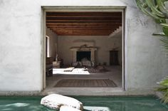 The Atmosphere at the Photographer PHILIP DIXON´ Venice Beach home, Los Angeles read more. Venice Beach, Dixon Homes, Washed Linen Duvet Cover, Venice House, White Fireplace, Desert Fashion, Amber Interiors, Rustic Interiors, Los Angeles Homes