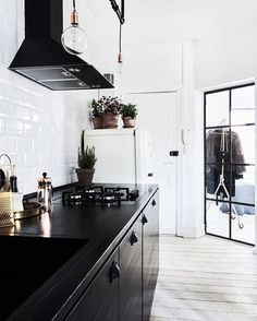 Scandinavian Apartment With A New York Loft Feel - DigsDigs Kitchen Dinning, Kitchen Tiles, New Kitchen, Kitchen Decor, Kitchen Design, Scandinavian Apartment, Scandinavian Design, Industrial Scandinavian, Kitchen Industrial