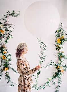 Giant balloon + pretty pastel flowers | Milton Photography