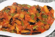 patlıcan şakşuka nasıl yapılır Turkish Recipes, Ethnic Recipes, Turkish Kitchen, Vegan Menu, Iftar, Homemade Beauty Products, Ratatouille, Salads, Food And Drink
