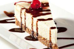 La cheesecake cocco e cioccolato bianco è un dolce delicato e corposo al tempo stesso. Ecco la ricetta ed alcuni consigli utili