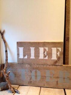 Tekstborden en naamborden van steigerhout met elke gewenste tekst.  Origineel om cadeau te geven #kraamcadeau B & B, Diy Crafts, Home Decor, Kids, Gift, Children, Homemade, Interior Design, Home Interiors