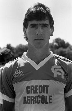 5ef81fa2d Eric Cantona con la maglia dell Auxerre il 22 giugno 1985  calcio  sport