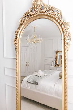 Room Ideas Bedroom, Bedroom Themes, Home Decor Bedroom, Classic Bedroom Decor, Home Room Design, Dream Home Design, Parisian Room, Parisian Decor, Home Interior