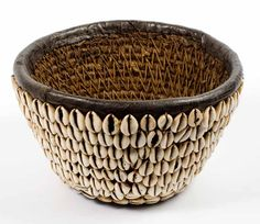 Hausa Cowrie shell basket (Nigeria) - in a museum? Arte Tribal, Tribal Art, African Masks, African Art, African Crafts, Interior Minimalista, Art Africain, Weaving Art, African Design