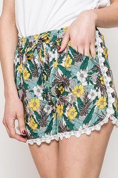 Dámske zeleno-žlté kvetované kraťasy Boho Shorts, Women, Fashion, Moda, Fashion Styles, Fashion Illustrations, Woman