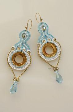 #soutache #earrings #baby blue #fashion #gold #swarovski #www.ludozerna.com Soutache Bracelet, Soutache Jewelry, Types Of Embroidery, Beaded Embroidery, Blue Fashion, Shibori, Baby Blue, Russia, Crochet Earrings