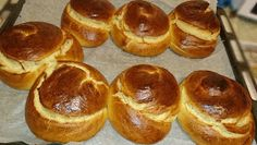 Sweet buns with sugar bowls ! I made a bunch of buns with sugary milk and they were fantastic and fluffy ! Try them too ! Ingredients 1 sugary milk kg flour - Greek Sweets, Greek Desserts, Sweet Recipes, Cake Recipes, Dessert Recipes, How To Make Cake, Food To Make, Low Calorie Cake, Greek Cookies