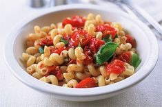 Pasta with juicy cherry tomatoes Perfect for kids ? theyll love the pasta shapes, and the sweet tomatoes burst with flavour! Cheap Family Meals, Cheap Easy Meals, Simple Meals, Good Healthy Recipes, Healthy Cooking, Vegetarian Recipes, Low Budget Meals, Budget Recipes, Kids Pasta