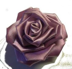 Crafts and Art Activities for Kids. Handmade Kanzashi Roses from Satin Ribbons / Arts and Crafts Activities for Kids. Art Activities For Kids, Crafts For Kids, Arts And Crafts, Cloth Flowers, Diy Flowers, Ribbon Art, Flower Crafts, Hair Styles, Handmade