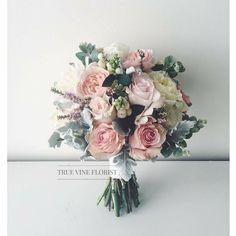 Bridesmaids bouquet – - Wedding World Wedding Flower Guide, Fall Wedding Flowers, Bridal Flowers, Rose Wedding, Floral Wedding, Bouquet Flowers, Men Bouquet, Trendy Wedding, Romantic Flowers
