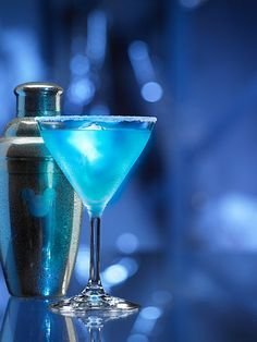 """Blue Glow-tini: A """"glowing"""" cocktail made using citrus vodka, peach schnapps…"""