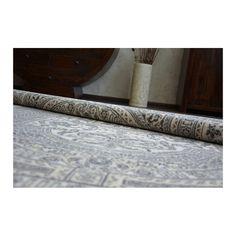 Compozitie: 100% lana din Noua Zeelanda Greutate: 2500 g/m2 Densitate: 460 800 Inaltimea Plusului: 8 mm Tara de origine: Polonia Produsul este greu inflamabil, tratat in acest sens Tratat anti-molii Atenuare buna a sunetului in camere Are propietati anti-statice (este usor de aspirat) Un produs de inalta calitate si durabilitate Isfahan este o colectie speciala de covoare fabricata din lana 100% Noua Zeelanda. Covoarele Isfahan sunt pufoase, moi si de asemenea, durabile. Rugs, Home Decor, Farmhouse Rugs, Decoration Home, Room Decor, Home Interior Design, Rug, Home Decoration, Interior Design