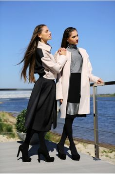 This luxurious loosely tailored coat will instantly refresh your wardrobe. Balance the generous proportions with slim-leg pants. Designer Skirts, Designer Coats, Tailored Coat, Beige Coat, Slim Legs, Street Chic, Windbreaker, Raincoat, Zipper