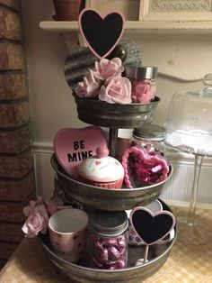 100 Adorable DIY Valentine's Day Decor Ideas that'll Make your Home Look Cute & Romantic - Hike n Dip Looking for some adorable DIY Valentines Day Decor Ideas? Here is a round up of the BEST Valentines Day decorations for February that I bet you'll love Diy Valentine's Day Decorations, Valentines Day Decorations, Decor Ideas, Valentine Day Love, Valentine Day Crafts, Valentines Sweets, Valentine Chocolate, Saint Valentine, Galvanized Tiered Tray