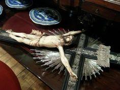 Cristo de marfil, ebano y plata, siglo XVIII, México