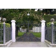 Wrought Iron Driveway Gate. Customize Realisations. 050 Wrought Iron Driveway Gates, Gate Design, Outdoor Structures, Beautiful Places, Iron Furniture, Ebay, Garden, Italia, House