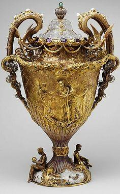 The Adams Vase, 1893–95, Tiffany & Company (American, 1837–present), Paulding Farnham (American, 1859–1927), designer Gold, amethysts, quartzes, spessartites, tourmalines, freshwater pearls, enamel, (c) Metropolitan Museum of Art