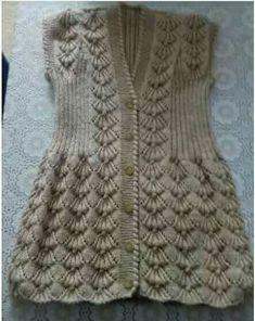 crochet dress outfits Sprge rg Yelek rnekleri iin Sevgi hanm bize Trke Videolu aklamal Fstkl Sprge rg Modeli ile i ii Yelek Modeli olarak yakr bir rnek gstermi. Knitting Blogs, Easy Knitting, Baby Knitting Patterns, Knitting Designs, Crochet Patterns, Gilet Crochet, Crochet Baby, Knit Crochet, Crochet Dress Outfits