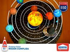 ¿La maqueta del sistema solar es para mañana? Sácate un 10 con Resistol 850 Escolar, que pega madera, papel, cartón, tela, cerámica y Unicel® sin problemas.