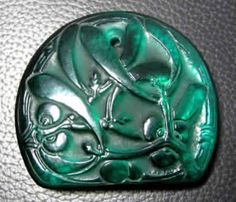 Lalique 1920 'Gui' Pendant: emerald-green glass, flat dome-shaped mistletoe decorated
