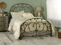 this bed would be so pretty in a little girl's room!