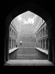 The steps of 'Agrasen ki Baoli', New Delhi Water Architecture, Stairs Architecture, Architecture Details, Indian Architecture, Jantar Mantar, Cool Pictures, Beautiful Pictures, Dubai Skyscraper, Facade Design