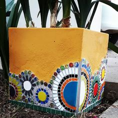 Mosaic Planters, Mosaic Vase, Mosaic Garden, Mosaic Tiles, Garden Crafts, Diy Garden Decor, Garden Projects, Mosaic Crafts, Mosaic Projects