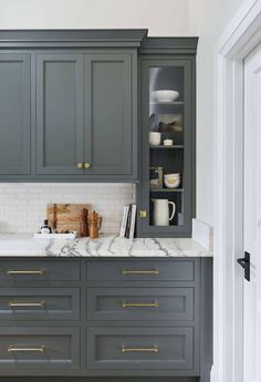 Our Go-To Cabinet Hardware Placement + 60 Of Our Shoppable Favorites - Emily Henderson #hardware #kitchentrends #bathroomtrends #cabinethardware