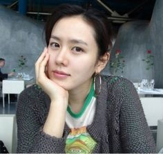 Regardless of their age or nationality, many women attempt to defy aging by preserving good skin and natural beauty. Female celebrities, whose appearance is crucial for their work, create their own ways to maintain great-looking skin. The Korea Herald has listed the top five female Korean celebrities with good skin and their secret tips for facial cleansing. 1. Go Hyun-jung (OSEN)Actress Go Hyun-jung's luminous an...
