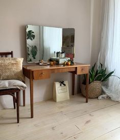 Home Decor Ideas For Small Living Room. Save Money Using This Type Of Great Interior Design Information Aesthetic Rooms, Decoration Design, My New Room, House Rooms, Vintage Home Decor, Room Inspiration, Living Spaces, Small Living, Sweet Home