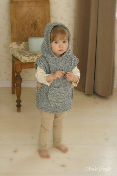 Knitting pattern for chunky hooded poncho bebe Baby Knitting Patterns, Knitting For Kids, Knitting For Beginners, Loom Knitting, Baby Patterns, Free Knitting, Knitting Projects, Crochet Patterns, Knitting And Crocheting
