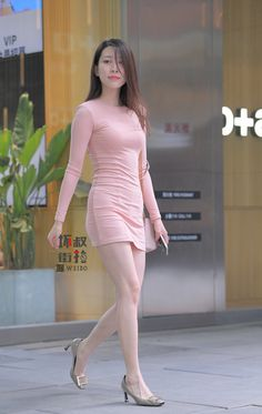 Outfit Inspiration Videos For Summer Beautiful Asian Women, Beautiful Legs, Japanese Beauty, Asian Beauty, New York Fashion, Street Style Outfits, Cami Midi Dress, Girls In Mini Skirts, Cute Japanese Girl