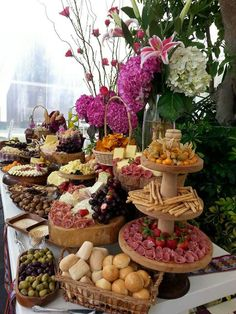 Savory snack table wedding idea - wedding food tables You are in the right place about wedding catering seafood Here we offer you the most beautiful pictures about the wedding catering indian you are Party Food Buffet, Party Food Platters, Cheese Platters, Cheese Dips, Wedding Buffet Food, Bar Food, Wine Cheese, Food Food, Appetizers Table