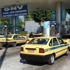 s_11-taxis-cargan-gnv-en-brasil_taxis-at-cng-station-in-brazil