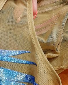 Ещё немного процесса). Вариант обтачки вибирается зависимо от дизайна. Вариантов технологических процессов множество 😉. Качество всегда… Figure Skating Costumes, Figure Skating Dresses, Dance Outfits, Dance Dresses, Rhythmic Gymnastics Costumes, Red Leotard, Bead Embroidery Patterns, Sewing Patterns, Jazz Costumes