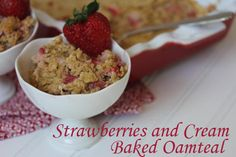 This strawberries and cream baked oatmeal is like a gourmet version of those little packets of strawberry cream oatmeal. It is also freezer friendly. The Oatmeal, Yummy Oatmeal, Sin Gluten, Homemade Breakfast, Breakfast Recipes, Breakfast Ideas, Baked Oatmeal Recipes, Gluten Free Menu, Strawberries And Cream