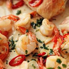 Fried shrimp with garlic and parsley Seafood Dishes, Fish And Seafood, Fish Recipes, Seafood Recipes, Vegan Junk Food, Good Food, Yummy Food, Fast Dinners, Food Shows