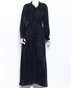 Кто сказал что девушка после работы должна идти домой? А как же поход в ресторан или например в театр с любимым? Sandland о вас позаботились и для таких случаев сшили отличное синее платье в пол. Модель с запАхом мягкая ткань очень приятна к телу а это значит подойдет абсолютно любой девушке.  Заказать его в гардероб можно на gardbe.ru  #gardbe #dress #гардероб #стилист #образ #коллекция #модель #одеждапоподписке #мода #мода2016 #осень #одежда #стиль #look #style #instafashion #beauty…