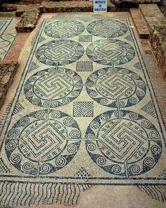 Древнеримская мозаика в Villa Romana La Tejada в деревне Quintanilla de la Cueza, Паленсия, Испания.
