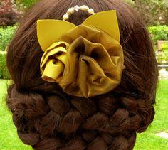 Romantische Haarblüte Haarkamm Kopfschmuck in grün von Schmucktruhe